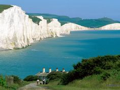 Seven Sisters, a series of chalk cliffs in East Sussex, between the towns of Seaford and Eastbourne in England Et Wallpaper, Travel Wallpaper, Stonehenge, Top Image, Places To Travel, Places To See, Dover England, Kent England, Beautiful World