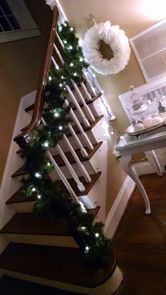 I love Christmas.  Favorite holiday, hands down.  The foyer of the new house was a blank slate, because there's no foyer in the old house.  I began shopping, picking up a table for $25, a few terra...