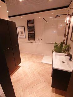 Corner Bathtub, Bathroom, Washroom, Full Bath, Bath, Bathrooms, Corner Tub