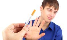 Prevenir a los jóvenes en el consumo de tabaco ayuda a prevenir el consumo de otras drogas.
