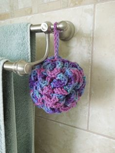 Bath pouf FREE crochet pattern! Easy and fun to make, and a dream to use in the bath or shower! Makes a great gift!