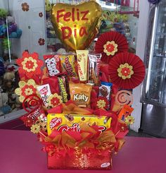 Diy Bouquet, Candy Bouquet, Boyfriend Gift Basket, Boyfriend Gifts, Diy Birthday Box, Chocolate Flowers Bouquet, Candy Arrangements, Edible Bouquets, Paper Peonies