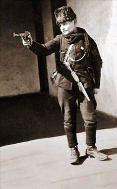 Kurtuluş Savaşının Çocuk Askerleri. 1921. Asker Cemal. Turkish War Of Independence, Independence War, Turkish Military, Turkish Army, Ww1 Soldiers, Wwi, World War I, World History, Smoke Drawing