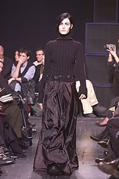 See the complete Ann Demeulemeester Fall 2000 Ready-to-Wear collection.