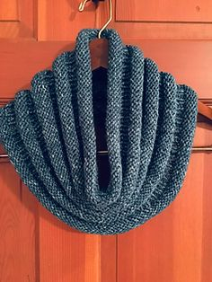 219 yards worsted weight Ravelry: Copycat Cowl pattern by Verna Glass Loom Knitting, Knitting Stitches, Knitting Patterns Free, Knit Patterns, Free Knitting, Knit Cowl, Knitted Cowls, Cowl Scarf, Knit Or Crochet