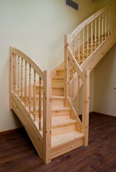 Лестница маршевая из сосны.