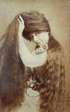 grace sutherland   Les 7 soeurs Sutherland et leurs 11 mètres de cheveux   tricophilie sutherland soeur record du monde photo image cheveux 37 pieds 11 metres