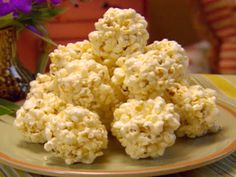 Paula Deen's Popcorn Balls Recipe - - Homemade popcorn balls are easy to make. Just pop some popcorn, make the caramel and mix. Make sure to lightly grease your hands so the popcorn doesn't stick to your. Honey Popcorn, Marshmallow Popcorn, Pop Popcorn, Carmel Popcorn, Popcorn Cake, Perfect Popcorn, Popcorn Snacks, Kid Snacks, Paella