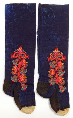 FolkCostume&Embroidery: East Telemark, Norway, socks and shoes for Raudtroje and Beltestakk Rosemaling Pattern, Folk Clothing, Funky Socks, Wool Embroidery, Scandinavian Art, How To Make Clothes, Folk Costume, Fashion History, Traditional Outfits