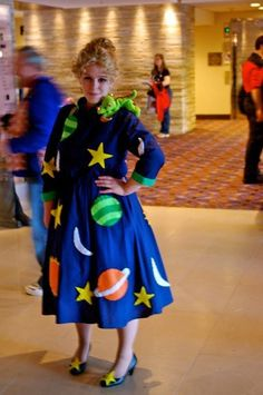 Ms. Frizzle - Coolest costume ever!! Magic School bus! Tracey this is for you.