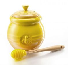 Le Creuset Honingpot met Dipper L kopen? Le Creuset, Princess And The Pea, Sugar And Spice, Tea Time, Tea Pots, Storage, Small Things, Nest, Kitchen Decor