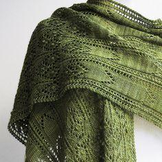 Ravelry: Coleridge pattern by Elizabeth Doherty. Knit Cowl, Knitted Shawls, Crochet Shawl, Crochet Yarn, Knitted Scarves, Shawl Patterns, Knitting Patterns, Sewing Patterns, Purl Stitch