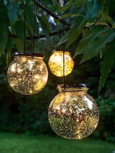 9 Whimsical Backyard Lighting Ideas to Bring Magic for Your Outdoor – Your Backyard – Diy Backyard Backyard Solar Lights, Outdoor Garden Lighting, Hydrangea Landscaping, Yard Landscaping, Landscaping Ideas, Florida Landscaping, Homemade Garden Decorations, Garden Balls, Fairy Jars
