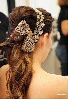 Tiara-e-laço-para-cabelo-noiva.jpg (492×714)                                                                                                                                                      Mais