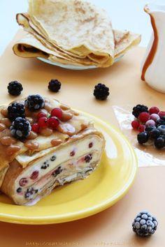 Terina de clatite cu mascarpone si fructe de padure Cookie Recipes, Dessert Recipes, Romanian Food, Sweets Cake, Just Cakes, Easy Desserts, Food And Drink, Yummy Food, Baking