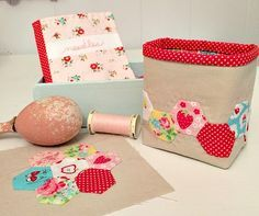 Free pattern & tutorial - Little Hexie Thread Catcher @ Cornbread & Beans Quilting