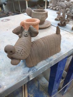 Good looking mexican pottery Raku Pottery, Pottery Sculpture, Sculpture Clay, Pottery Art, Pottery Animals, Ceramic Animals, Clay Animals, Ceramics Projects, Clay Projects