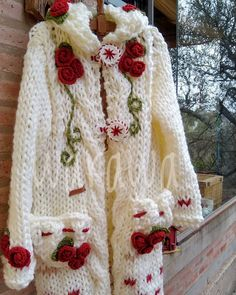 Crochet Doll Pattern, Crochet Cardigan, Crochet Dolls, Knit Crochet, Crochet Patterns, Mode Kawaii, Cross Stitch Rose, Crochet Doll Clothes, Beautiful Crochet