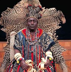Hapi IV – King of Bana (Cameroon). Because one often thinks of african royalty as somehow less regal, but the patterns and colors in this way express their own royalty. It has the quality of a fever dream.