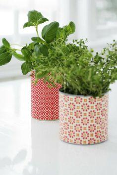 Sanna & Sania: Konservburkar... Diy Cans, Balcony Garden, Handicraft, Container Gardening, Flower Arrangements, Tins, Projects To Try, Recycling, Garden