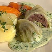 Arbeid saltet godt inn i deigen til den blir seig. Norwegian Food, Mince Meat, Cabbage Rolls, Potato Salad, Natural Remedies, Food Porn, Food And Drink, Homemade, Chicken