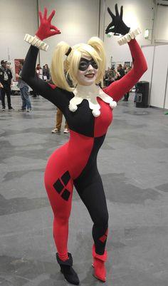 Character: Harley Quinn (Dr. Harleen Quinzel) / From: DC Comics 'Harley Quinn' & DCAU's 'Batman: The Animated Series' / Cosplayer: Anna Rédei (aka Enji Night) / Event: London Super Comic Convention (2016)
