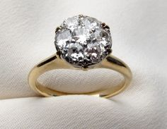 Cluster Ring. 1.05ct     ...I could handle this one, too.