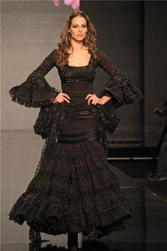 SIMOF 2013: Eva González con vestido negro de flamenca