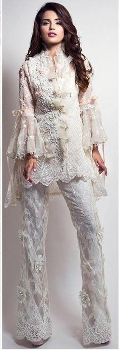Love this very elegant n beautiful. Pakistani Fashion 2017, Pakistani Outfits, Asian Fashion, Boho Fashion, Trendy Dresses, Fashion Dresses, Walima Dress, Ethnic Outfits, Desi Clothes