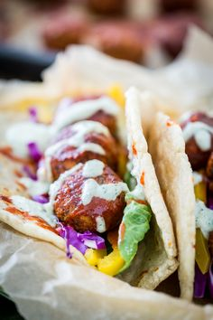 Buffalo Falafel with Vegan Tzatziki Ranch Sauce Chickpeas, Lentils, Vegan Food, Food Food, Buffalo Sauce Ingredients, Veggie Recipes, Cooking Recipes, Vegan Tzatziki, Vegan Wraps