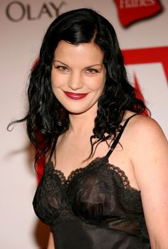 Pauley Perrette is set to release an R&B duet with a Navy veteran. The actress and star of Ncis has teamed up with a veteran named B. Beautiful Celebrities, Beautiful Actresses, Beautiful People, Curvy Celebrities, Pauley Perrette Ncis, Pauley Perette, Ncis Abby, Abby Sciuto, Ncis Cast
