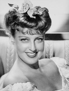 One of my favourite photos of Jeanette MacDonald.