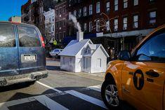 Smökers es un proyecto por Mark Reigelman que consiste en una pequeña cabina de madera monocromática que se instaló temporalmente en diferentes puntos de la ciudad de Nueva York reemplazando las tuberías de vapor.