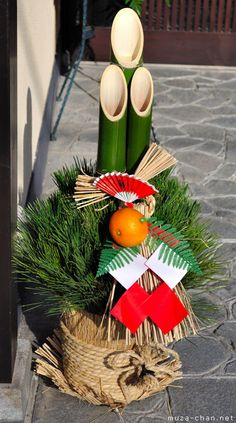 A Kadomatsu is a decoration placed on each side of the entryway to homes and businesses in Japan to celebrate the New Year. Japanese Party, Japanese New Year, Japanese Things, New Years Decorations, Christmas Decorations, New Year Art, Beautiful Flower Arrangements, Japan Design, Merry Christmas And Happy New Year