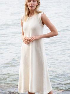 The beautiful white dress has a gestureless elegance. Knit Skirt, Knit Dress, Dress Skirt, Beautiful White Dresses, Lace Knitting, Knitting Patterns, Lace Cardigan, Knit Fashion, Clothing Patterns