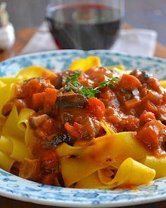The Café Sucré Farine: Shitake Bolognese from a Delicious Guest Blogger!