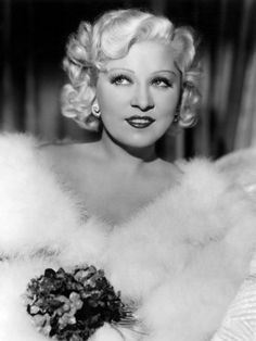 Sexy actor Mae West was Hollywood's first woman to earn a million dollars—but her image belied the shrewd businesswoman that she was. Old Hollywood Glamour, Hollywood Actor, Golden Age Of Hollywood, Vintage Hollywood, Vintage Glamour, Hollywood Stars, Hollywood Actresses, Classic Hollywood, Hollywood Icons