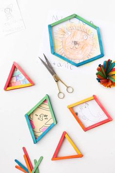 DIY // How to Reuse Popsicle Sticks to Create Picture Frames in Minutes. Kids Crafts, Diy Projects For Kids, Glue Crafts, Craft Activities For Kids, Summer Crafts, Diy For Kids, Arts And Crafts, Simple Projects, Popsicle Stick Crafts For Kids