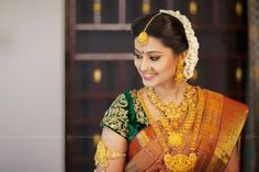 Bridal Hairstyles From Real Weddings In 2020 10 Gorgeous Nethi Chuttis for south Indian Bridal Hairstyles South Indian Wedding Hairstyles, South Indian Weddings, South Indian Bride, South Indian Bridal Jewellery, Indian Wedding Jewelry, Bridal Jewelry, Gold Jewellery, Temple Jewellery, Indian Jewelry