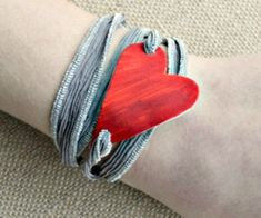 Make shrinky dinks jewelry into a million different things like this heart wrap bracelet. It's a fun retro craft that kids love and it costs almost nothing. Retro Crafts, Fun Diy Crafts, Cricut Craft Machine, Pink Velvet Cupcakes, Grill Cheese Sandwich Recipes, Best Grilled Cheese, Clean Baking Pans, Homemade Bbq, Valentines Food