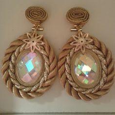 MARYNA TORRES: COMPLEMENTOS FLAMENCA Thread Jewellery, Soutache Jewelry, Beaded Earrings, Beaded Jewelry, Handmade Jewelry, Fabric Necklace, Fabric Jewelry, Diy Necklace, Trendy Jewelry
