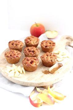Mini appeltaartjes.. Leuk voor bij een high tea! Tea Recipes, Sweet Recipes, Cake Recipes, Cheese Cupcake, High Tea Food, Sweet 16 Parties, Christmas Tea, Food Cakes, Mini Cakes