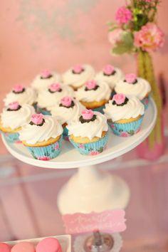 style me pretty bridal shower | um buffet ou aparador pode ser usado para servir alguns quitutes as ...