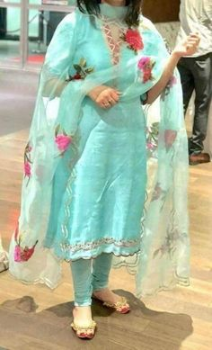 Kerala Saree Blouse Designs, Patiala Suit Designs, Kurta Designs Women, Salwar Designs, Kurti Designs Party Wear, Pakistani Dress Design, Indian Designer Suits, Punjabi Suits Designer Boutique, Boutique Suits