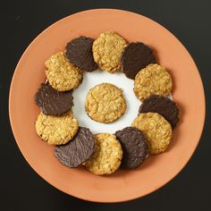 Hobnobs- Kochpoetin Laut Wikipedia stehen diese himmlische Kekse an dritter Stelle der gesamt britischen Keks-Beliebheitsskala und das, wie ich einräumen muss, völlig zu Recht. Zum ersten Mal begegneten sie mir vor gu…