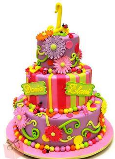 Bebeğinizin ilk doğum gününde ona özel bir pasta hazırlamak istemez misiniz? Size ilham verecek en güzel 1'inci yaş günü pastalarını seçtik.