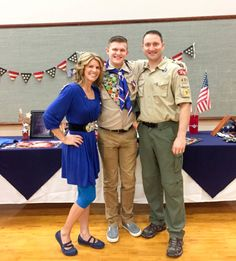 If you have a son in the Boy Scouts of America, chances are you'll have to plan a Court of Honor for him at some point. A court of honor is an activity where… Boy Scout Oath, Boy Scout Badges, Boy Scout Shirt, Scout Mom, Girl Scout Swap, Girl Scout Leader, Cub Scouts, Eagle Scout Project Ideas, Eagle Scout Ceremony