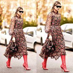 Se o meu collab post para o blog @cadernodecabeceira sobre vestidos longos florais  já não estivesse publicado há mais de um mês este entraria COM CERTEZA no rol de inspirações!!! Lindo demais!! @thassianaves usou durante a #PFW. Ele é @dolcegabbana (uma das minhas favoritas!!). Completando o look a bota é @fendi (cabo longo vermelha e de salto agulha eu uso fácil!) e a bolsa é @gucci igualmente linda acompanhando o mood floral romântico e feminino da produção. Amei tudo! . . #BlogDaAna…