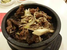 Sizzling bowl of beef rice. Visit for more info: http://www.dessertromance.com/kims-family-food-korean-restaurant/
