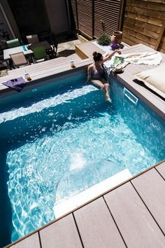 A pool may be an excellent add-on to your property. Consequently, it can become a beautiful night light for your yard. Modern-day pools are offered in. Informations About The Small Pool Patio Di Pool Spa, Small Swimming Pools, Swimming Pools Backyard, Swimming Pool Designs, Backyard Landscaping, Landscaping Ideas, Pools For Small Yards, Small Backyard Pools, Outdoor Pool